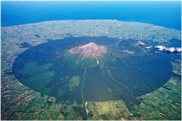 03 Mt Taranaki, from air, New Zealand